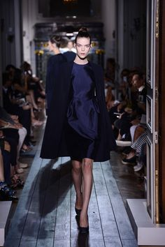 "Dress and cape ""Juste avant la Nuit"" in crêpe and navy blue cashmere. 650 hours of craftsmanship."