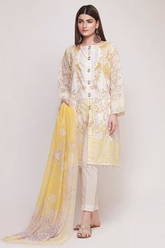 Khaadi Early Spring/Summer Lawn Collection 2019 – Yellow Shop for Khaadi Early Spri. Pakistani Casual Wear, Pakistani Fashion Party Wear, Pakistani Dress Design, Pakistani Outfits, Latest Pakistani Fashion, Pakistani Lawn Suits, Latest Dress Design, Stylish Dress Designs, Stylish Dresses For Girls