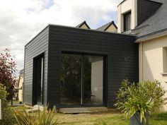 Bardage coloré 19 x 122 mm - Tekabois White Farmhouse, House Extensions, Tiny House, Facade, Architecture Design, Villa, Construction, Outdoor Decor, Inspiration