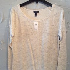 "Top 🔴 Cream and gray color 34"" long.armpit to armpit is 19"" GAP Tops Tunics"