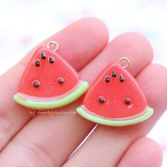 Happy sunday everyone!!! Today I want to share these watermelons with you all. I've been making them for a while and you all seem to really like them. I'm getting finished with all the little details for my shop update. I'll have a post soon about it! Have a great day!!!