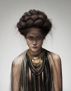 """FINALEOPPGAVE """"AVANT-GARDE""""   Tendenz Hårpleie AS   Hair/styling : Lise Finden , Uniklipp AS Photo : Hege Abrahamsen , Bris Studio  Model : Helen Smith Pedersen."""