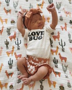 Gender neutral style Baby Clothes Gender Neutral o - genderneutral Little Babies, Cute Babies, Onesies For Babies, Little Baby Girl, Trendy Baby Clothes, Adorable Baby Clothes, Baby Girls Clothes, Fall Baby Clothes, Gender Neutral Baby Clothes