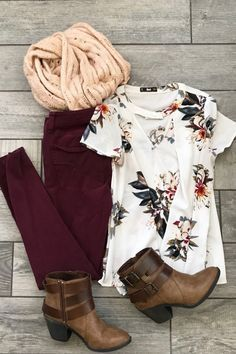 You guys! I'm dying over here, waiting for the weather to get cooler! Here's another outfit I put together, and am eagerly waiting to wear out! Floral top Here Maroon skinnies Here Similar booti is part of Autumn fashion - Winter Outfits Women, Spring Outfits, Mode Outfits, Casual Outfits, Party Outfits, Casual Goth, Hipster Outfits, Mode Camouflage, Look Fashion