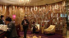 Cosmopolitan Hotel Las Vegas NV USA designed by: Rockwell Group aluminum chain link KriskaDecor curtain with organic pigmentation Rockwell Group, Las Vegas Hotels, Mosaic Designs, Metal Mesh, Eye Art, Metal Walls, Cosmos, Workplace, Facade