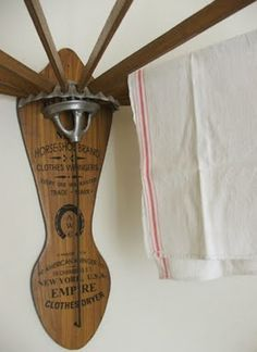Me really, really likey and really, really want one!!!!  Actually I really want TWO. Vintage wooden drying rack..........D.