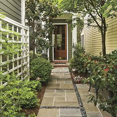 Small-Space Curb Appeal – Southern Living Source by Small Garden Design, Small Space Gardening, Southern Living, Courtyard Entry, Courtyard Ideas, Small Front Porches, Small Courtyards, Side Yards, Front Yards
