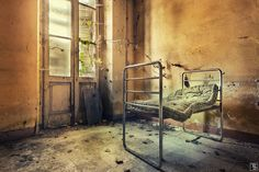 Pinner says: these very small beds I found in a lost place in italy, decaying since a long time