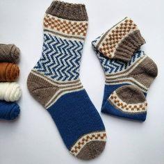 The Soxx No 7 from . The Soxx No 7 off are ready. Knitting Patterns Free, Free Knitting, Knitting Socks, Crochet Socks, Knit Crochet, Mitten Gloves, Mittens, Stine Und Stitch, Woolen Socks