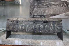 Photo of the Original Oseberg 149 chest taken by Sharon Turvey