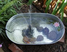 Love this DIY garden pond from Puddlejumpercreations.blogspot.com