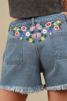 floral embroidery Floral embroidered raw edge hemmed denim shorts Style It Like Floral Embroidery is coming in hot this year! Love the fun that it adds to denim and these are so cute Embroidered Denim Shirt, Embroidered Clothes, Denim Shorts Style, Sewing Jeans, Diy Clothes, Clothes For Women, Summer Outfits, Cute Outfits, Diy Shorts