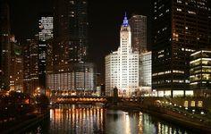 Wrigley Building next to Chicago River