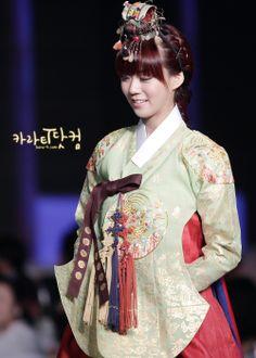 Kara SeungYeon in Hanbok / Hanbok is a Korean Traditional Clothing