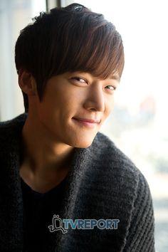 Choi Jin-hyuk as Choi Won-il ♥ Panda and Hedgehog