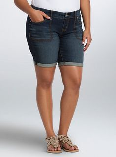 Torrid Square Pocket Mid Shorts - Dark / Medium Wash, BURNISHED