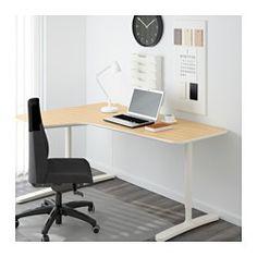 IKEA - BEKANT, Escritorio esquina izquierda, chapa abedul/blanco, , Incluye 10 años de garantía. Consulta las condiciones generales en el folleto de garantía.La superficie es de chapa, un material resistente y fácil de limpiar.Puedes montar el tablero a la altura que más te convenga, porque las patas se regulan entre 65-85 cm.Debajo del tablero hay una red para organizar los cables que te ayuda a tener el escritorio ordenado y despejado.Tablero redondeado para que los antebrazos y muñeca...