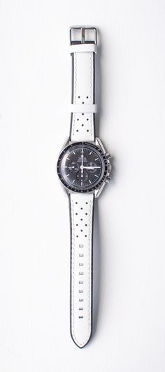 Omega Speedmaster on a white Watch Gecko Strap. G Shock Watches, Cool Watches, Watches For Men, Wrist Watches, Burberry Men, Gucci Men, Omega Speedmaster Watch, Omega Seamaster, Hublot Watches