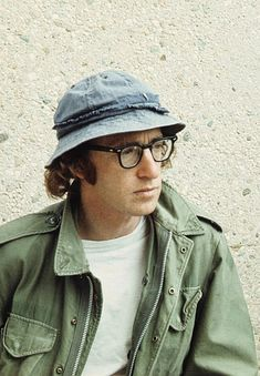 Woody Allen ~j Woody Allen, Summer Suits, Field Jacket, Fashion Night, Film Director, Belle Photo, Classic Style, Night Out, Mid Afternoon