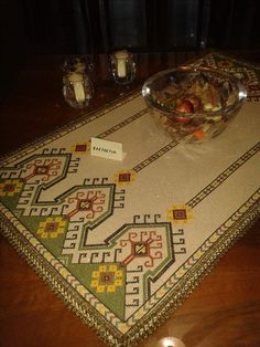 Blackwork, Cross Stitch Patterns, Bohemian Rug, Diy And Crafts, Embroidery, Crochet, Table Runners, Dots, Tapestries