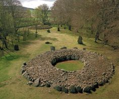 Cairns at Balnuaran of Clava, Scotland. Comprising passage graves, ring cairns, a kerb cairn, standing stones and the remains of a chapel Cairns, Stonehenge, The Places Youll Go, Places To See, England And Scotland, Ancient Ruins, Scotland Travel, British Isles, Places To Travel