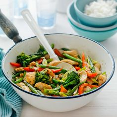 A healthier WW recipe for Sweet chilli chicken and cashew stir-fry ready in just Get the SmartPoints value plus browse other delicious recipes today! Ww Recipes, Asian Recipes, Delicious Recipes, Dinner Recipes, Chicken Schnitzel, Asian Vegetables, Sweet Chilli Sauce, Healthy Dishes, Healthy Food
