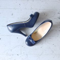 1950s shoes / 50s shoes / Pinup girl heels. $74.00, via Etsy. love these!