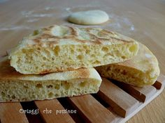 Panini in pan, quick and easy bread recipe Vegetables what a passion Panini Recipes, Easy Bread Recipes, Pastry Recipes, Pan Focaccia, Panini Sandwiches, Pie Dessert, Relleno, Vegetable Recipes, Italian Recipes