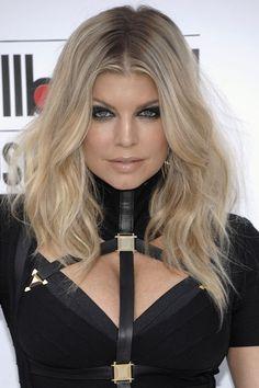 Fergie's light blonde hair with dark roots
