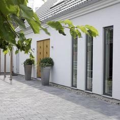 Utemiljøgrossisten as Munkstein Concrete, Scale, Garage Doors, Outdoor Structures, Inspiration, Garden, Outdoor Decor, Plants, Home Decor
