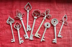 Keys by KCrlni, via Flickr  Keys and swirls ...the two things I like in one...  Anahtar ve sarmal....Sevdigim iki unsur bir arada :)