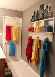 Baños infantiles con accesorios coloridos