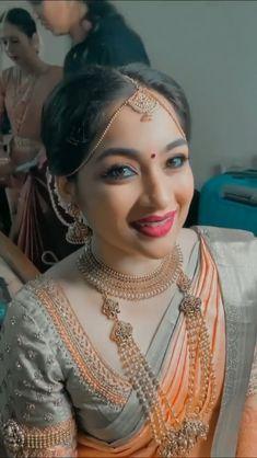Bridal Sarees South Indian, Bridal Silk Saree, Indian Bridal Outfits, Indian Bridal Fashion, Saree Wedding, Wedding Saree Blouse Designs, Pattu Saree Blouse Designs, Fancy Blouse Designs, Beautiful Indian Brides