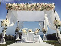 Stunning designs by @federicaambrosini are up on our website! #meijerroses #federicaambrosini #luxuryroses #weddingidea #weddinginspiration #bridetobe