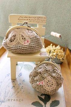 crochet purse - how pretty! Crochet Coin Purse, Crochet Pouch, Crochet Purses, Crochet Hooks, Crochet Bags, Love Crochet, Beautiful Crochet, Knit Crochet, Crochet Things