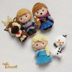 Apostila Frozen Pocket. Adquira a sua na loja oficial (clique em visitar ou acesse www.timart.com.br) Felt Crafts Dolls, Felt Crafts Diy, Felt Diy, Felt Dolls, Cute Crafts, Fabric Crafts, Disney Diy, Disney Crafts, Felt Christmas