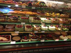 Ainda bem que a gente não come com os olhos... Eu nem sou muito fã de sobremesa, mas a vitrine de tortas do supermercado Whole Foods em Beverly Hills é de dar água na boca.