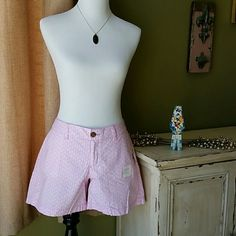 """NWT Pink Old Navy Shorts. The are size 6 Old Navy shorts. They are pink with white pineapples. They have a 5"""" inseam. They are a little over 13"""" long in the front and 15"""" long in the back. They are 100% Cotton. Old Navy Other"""