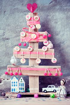 Make your own christmas tree with candy and masking-tape