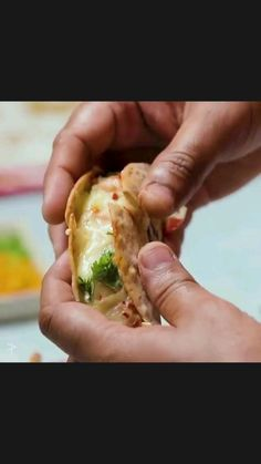 Healthy Indian Recipes, Indian Dessert Recipes, Vegetarian Fast Food, Tastemade Recipes, Chaat Recipe, Food Garnishes, Food Snapchat, Cooking Recipes, Chutney