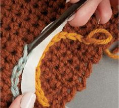 Learn how to add surface embroidery to your crochet. ༺✿ƬⱤღ http://www.pinterest.com/teretegui/✿༻