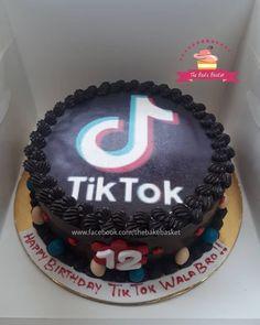Cake for a tik tok lover  Girl Birthday, Happy Birthday, Birthday Cake, Birthday Parties, Birthday Ideas, Kolkata, Cake Art, Tik Tok, Cake Decorating