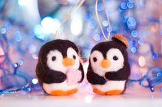 Pinguini Indragostiti (50 LEI la ValizaCuJucarii.breslo.ro)    #handmade #penguins #felted