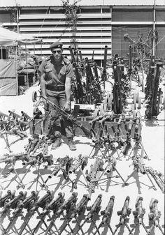 """SA Ammunisie Korps (Een van die kleinste korpse) Lt Kol Hendrik Boet Lourens is nou afgetree en woon in Plet. Al hierdie pragtige """"aandenkings"""" is deur die SAW buitgemaak gedurende Ops Protea 1981 Defence Force, Military Art, Cold War, South Africa, African, Landscape, History, Soldiers, Photography"""