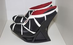 """These 3D Printed Carbon Fiber Shoes are an Engineering """"Feet"""" http://3dprint.com/88990/3d-print-carbon-fiber-shoes/"""