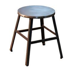 TABURETE ESTILO INDUSTRIAL BAJO,Taburete de hierro con asiento de plancha de hierro , estructura cuniforme , se puede hacer asiento tapizado , de madera de roble, pino o haya, bajo pedido.