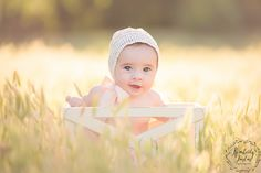 Outdoor Baby Photography, Newborn Photographer, Little Ones, Crochet Hats, Ideas, Knitting Hats, Thoughts, Toddlers