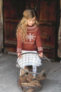 1512: Design 15 Genser med snøkrystall #strikk #knit Knitting For Kids, Baby Knitting, Crochet Books, Knit Crochet, Fair Isles, Fair Isle Knitting, Nordic Style, Knit Fashion, Kind Mode