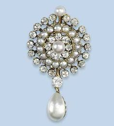 Antique natural pearl and diamond set brooch/pendant.