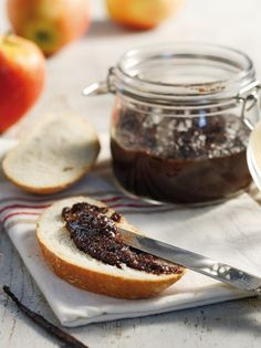 Chocolate-apple marmalade - www. Jam Recipes, Greek Recipes, Salad Recipes, Cooking Recipes, Chocolate Apples, Chocolate Cake, Apple Jelly, Types Of Bread, Grow Your Own Food